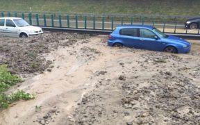 ueberschwemmung-autobahn-a1-wil-polizei-2015@Kapo-2000x1000px
