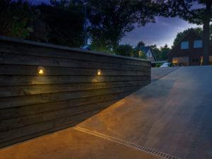 gartenbeleuchtung-licht-12-volt-referenz-garageneinfahrt-wandleuchten-800x600px