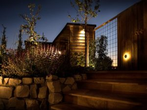 gartenbeleuchtung-licht-12-volt-referenz-treppe-garten-800x600px