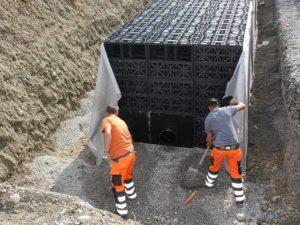 versickerung-holenstein-transporte-versickerungsanlage-sickerblock-kies-800x600px