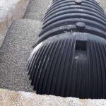 wasser-regenwassernutzung-regenwasssertank-xxl-einbau-kies-800x600px