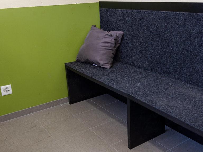 Sitzbank aus Kunststoffplatten
