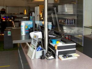 Kunststoffplatte als Spuckschutz im Fachcenter