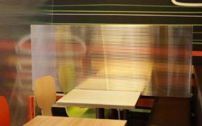 Doppelstegplatten als Spuckschutz in Restaurant